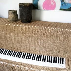 Piano en crochet et broderie bois
